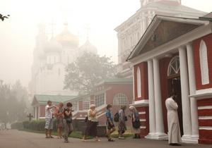 El humo de los incendios forestales convertió hoy a Moscú en una ciudad fantasma.