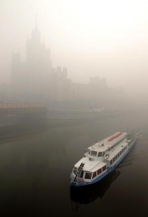 La capital de Rusia está envuelta hoy en una espesa nube de humo a causa de los fuertes incendios forestales que se registran fuera de la ciudad.