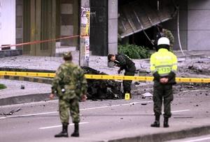 Una mujer de 31 años, fue la que resultó más afectada  en el atentado ya que tiene lesiones en el rostro por esquirlas de bomba.