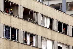 El estallido provocó la rotura de ventanales en al menos 30 edificios.