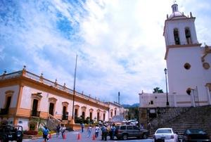 El plagio en su domicilio fue similar al perpetrado el 1 de junio de este año, cuando un grupo armado ingresó a la casa del entonces secretario de Vialidad y Tránsito de Monterrey, Enrique Barrios Rodríguez, y lo privó de su libertad, apareciendo con vida días después.
