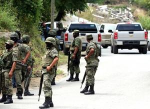 Militares mantuvieron cerrada la carretera donde se encontró el cadáver del edil.
