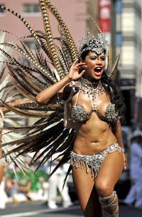 Este año el carnaval ha coincidido con una ola de calor inusitada en Tokio.