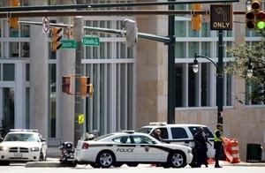 Calles de la zona, que es un área urbana en la que la mayoría de los edificios son oficinas, fueron cerradas al tráfico.