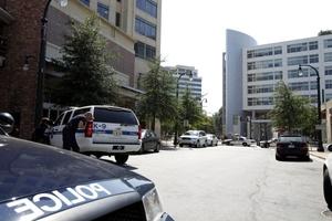 La Policía ordenó la evacuación del edificio, donde suelen trabajar 900 personas.