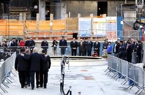 'Ninguna otra tragedia pública ha rasgado nuestra ciudad de una forma tan profunda', dijo el alcalde de Nueva York, Michael Bloomberg, antes de pedir a los asistentes que se unieran al homenaje en recuerdo de las víctimas.