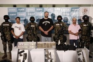 Junto al narcotraficante fueron presentados junto con 2 complices.