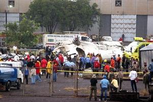 Los cuerpos de seguridad iniciaron el rescate y traslado de los heridos y de las víctimas.