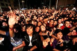 Cientos se dieron cita al concierto de rock.