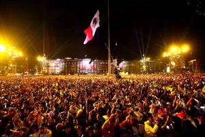 Miles de mexicanos disfrutaron el espectáculos depués del Grito de Independencia.