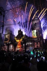 Con un Zócalo repleto, el presidente Felipe Calderón dio el Grito de Independencia.