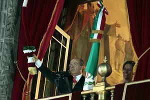 El presidente Felipe Calderón encabezó el tradicional Grito en Palacio Nacional, acompañado de los ex presidentes Carlos Salinas de Gortari y Vicente Fox Quesada.