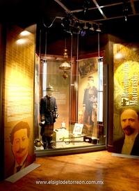 Una sala con respecto a la Revolución Maderista y la denominada Antecedentes, en donde hay gran contenido multimedia, pantallas de diversos formatos y diferentes objetos en exposición.