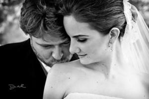 Tania y Antonio disfrutando un hermoso momento el día de su matrimonio.- Fotografía de David Lack. <p> <i>DigitalizARTE Studio</i>