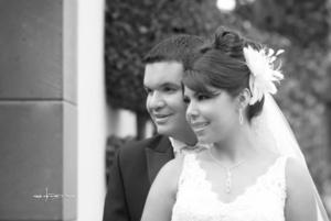 Srita. Paola Soto Choy y Gerardo Arriagada Ormazábal el día que unieron sus vidas. <p> <i>Maqueda Fotografía</i>