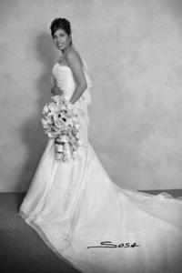 Srita. Deyanira Lozoya Rivera el día que unió su vida a la del Sr. Jorge Candelas Ramírez. <p> <i>Studio Sosa</i>
