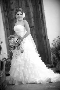 Srita. Karla Atilano López el día que unió su vida en matrimonio a la del Sr. Daniel Ruiz Martínez. <p> <i>Maqueda Fotografía</i>