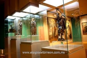 El museo alberga pinturas, mobiliaria y objetos religiosos.