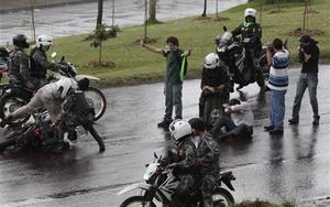 Correa permaneció secuestrado por espacio de diez horas después de sufrir una agresión de policías sublevados.