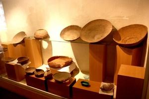 También se exhiben piezas de material antropológico correspondiente a las tribus propias de la región