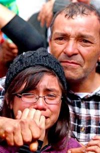 Familiares esperan ansiosos el rescate de los mineros.