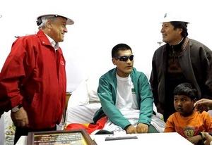 Los Presidentes de Chile y Bolivia se reunieron con el minero boliviano Carlos Maman.