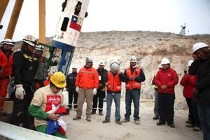 El minero Mario Gómez, de 63 años, es más delicado de salud.