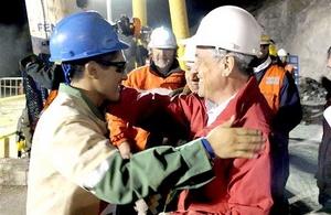 El minero boliviano Carlos Maman fue recibido por el Presidente de Chile.