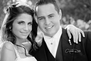 Alejandra Batarse Murra y Enrique Martínez Soltero el día que unieron sus vidas en matrimonio. <p> <i>Gerardo Rivas</i>