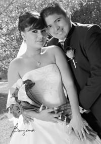 Señorita Jacqueline Andrade Aguirre e Ing. Hugo Alejandro Pérez Caro Quintero, el día que unierón sus vidas. <p> <i> Benjamín Fotografía</i>