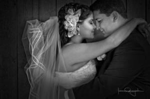Srita. Roxana Berenice Muzquiz Hadad el día que unió su vida a la del  Sr. Ricardo Delgado Robles .- <p> <i>Estudio Laura Grageda.</i>
