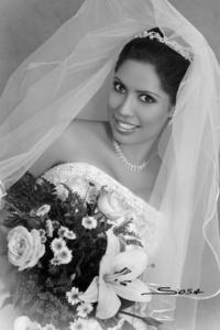Srita. Martha Alicia de León Rendón el día que unió su vida a la del Sr. Osvaldo Noel Velázquez Espino. <p> <i>Studio Sosa</i>