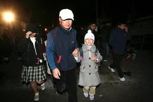 Los residentes fueron evacuados inmediatamente a refugios, mientras que el Ejército surcoreano fue puesto en la máxima alerta pensada para tiempo de paz y desplegó cazas de combate en la zona.