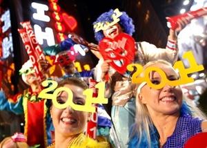 Los neozelandeses cantaron y bailaron mientras esperaban la medianoche con fuegos artificiales y conciertos.