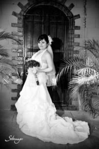 Lic. Adriana Guadalupe Miranda Hernández  el día que unió su vida a la del  Arq. Carlos E. Cruz Ontiveros.- <p> <i>Fotografía Ramón Sotomayor</i>