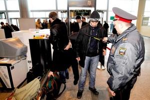 El presidente de Rusia, Dmitri Medvédev, destituyó a cuatro responsables del Ministerio del Interior tras criticar las insuficientes medidas de seguridad en el aeropuerto de Domodédovo.