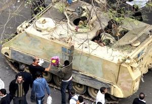 El Ejército aseguró por primera vez que no empleará la fuerza contra el pueblo egipcio.