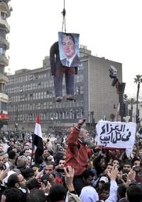 Los manifestantes exigen la dimisión inmediata del presidente egipcio, Hosni Mubarak.