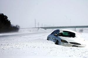 Las tormentas de nieve y hielo obligaron a cancelar más de seis mil vuelos en buena parte de Estados Unidos.