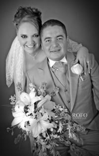 Srita. Jessika Jazmín Torres Arenas y Sr. Andrés Beltrán Ramírez el día que contrajeron nupcias.-  <p> <i>Rofo Fotografía</i>