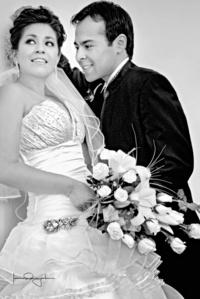 Srita. Daiana Lucía Orozco Vélez y Sr. Javier Israel Soto Moreno el día que unieron sus vidas en matrimonio.- <p> <i>Estudio Laura Grageda</i>