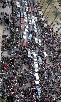 El presidente egipcio dejó el cargo tras 18 días de protestas sociales desencadenadas por un grupo de jóvenes, a las que posteriormente se sumó la clase popular.