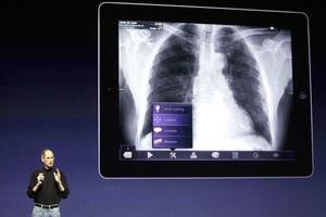 El presidente de Apple introdujo también novedades en sus programas iMovie y GarageBand. El hardware y el software necesitan ir de la mano y creo que estamos en el buen camino para conseguirlo con nuestros productos, concluyó Steve Jobs antes de retirarse del escenario en California.