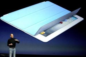 Apple ofrecerá una nueva funda de poliuretano que se pliega de diferentes formas para poder utilizar el dispositivo en varias posiciones.