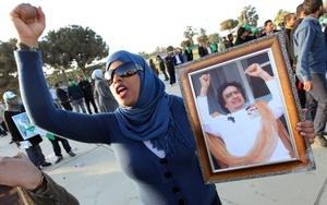 El líder libio prometió la victoria en la guerra contra las tropas aliadas que comenzaron la víspera a bombardear objetivos de Gadafi en defensa de la población civil que está siendo atacada por tropas y hombres leales a Gadafi para frenar la rebelión en su contra.