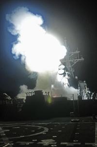 Estados Unidos, Gran Bretaña y Francia iniciaron ayer un ataque aéreo al Ejército de Libia para impedir una ofensiva de Muamar Gadafi contra grupos rebeldes que buscan derrocarlo.