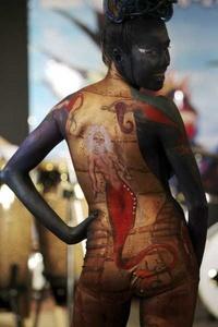 Parte de su éxito está en que permite una exposición del cuerpo desnudo que no atenta contra el sentido del pudor.
