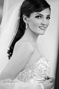 Srita. Karla Domenica Ramón Rojas captada el día de su boda con el Sr. Edwin Oliver Doria Jiménez. <p> <i>Estudio Laura Grageda</i>