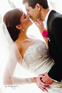 Srita. Karla Domenica Ramón Rojas el día de su boda con el Sr. Edwin Oliver Doria Jiménez.- <p> <i>Estudio Laura Grageda</i>