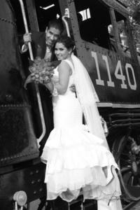 El día de su boda Srita. Adriana Zujeith Adame Herrera y Sr. Manuel Arredondo Rodríguez.  <p> <i>Benjamín Fotografía</i>